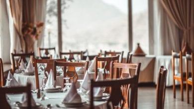 """Photo of """"Buttiamo i menù"""": la protesta dei ristoratori per avere date certe per la riapertura totale dell'attività"""